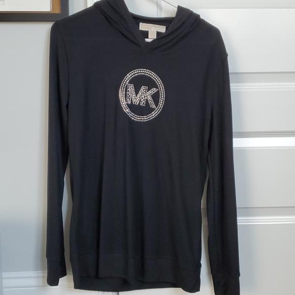 Womens hooded long-sleeved shirt